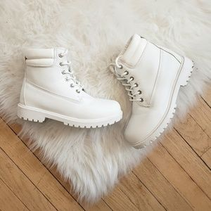 Missguided • White Boots